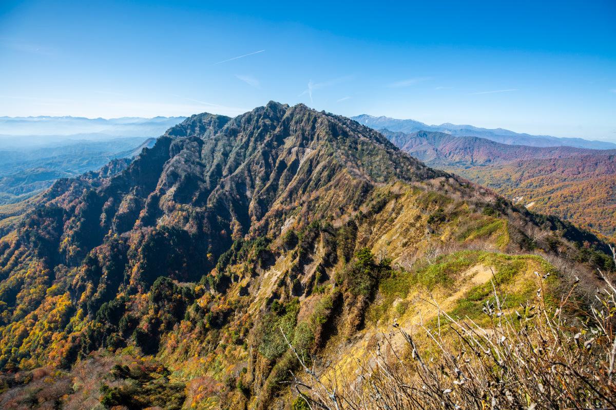 西岳を一望する