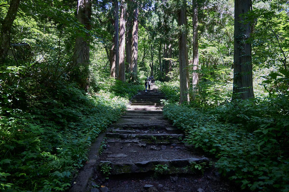 戸隠山-奥社の手前は石段