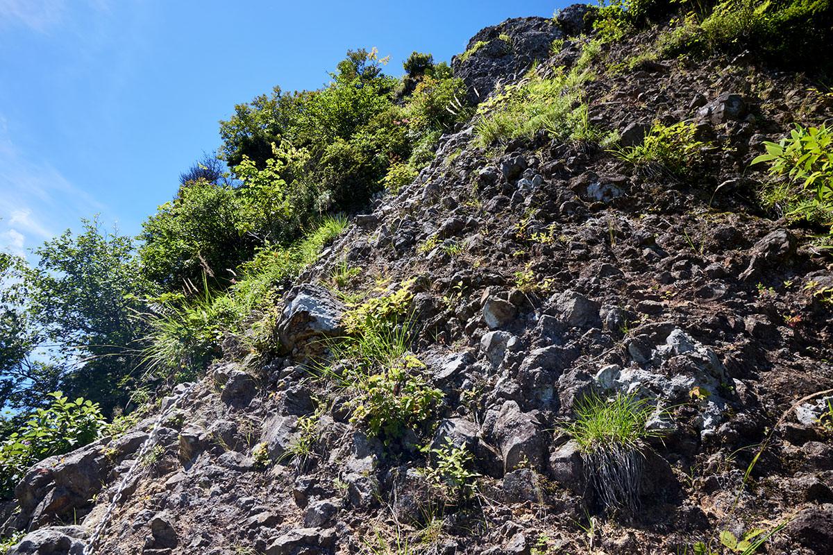 戸隠山-胸突岩はなかなかの高度感