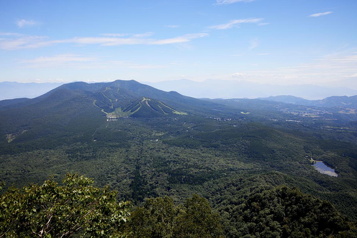 戸隠山-胸突岩から見る飯縄山