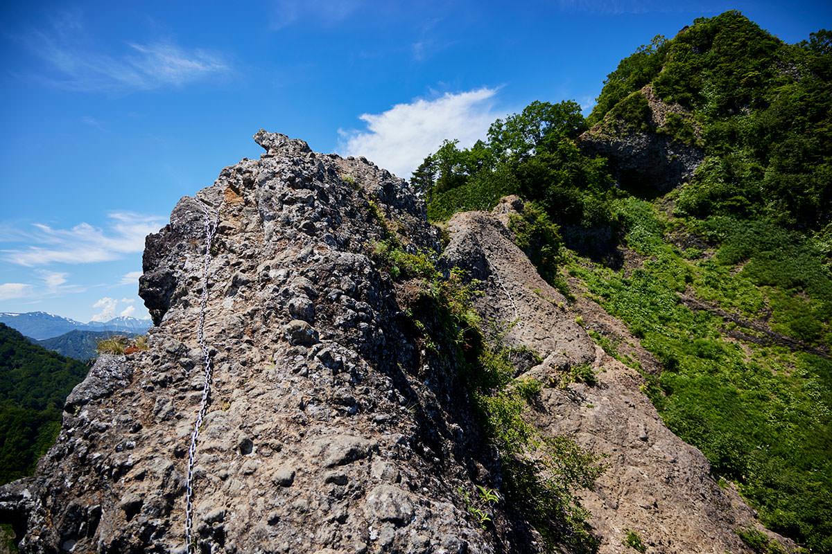 戸隠山-蟻の塔渡りの登りが意外と高さを感じる