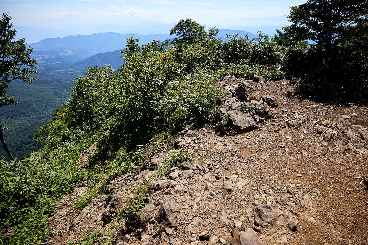 戸隠山-山頂は広くない
