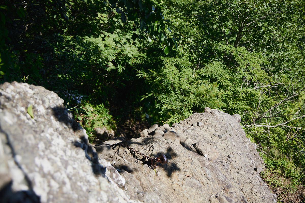戸隠山-山頂に近いうちは鎖場を下りる連続