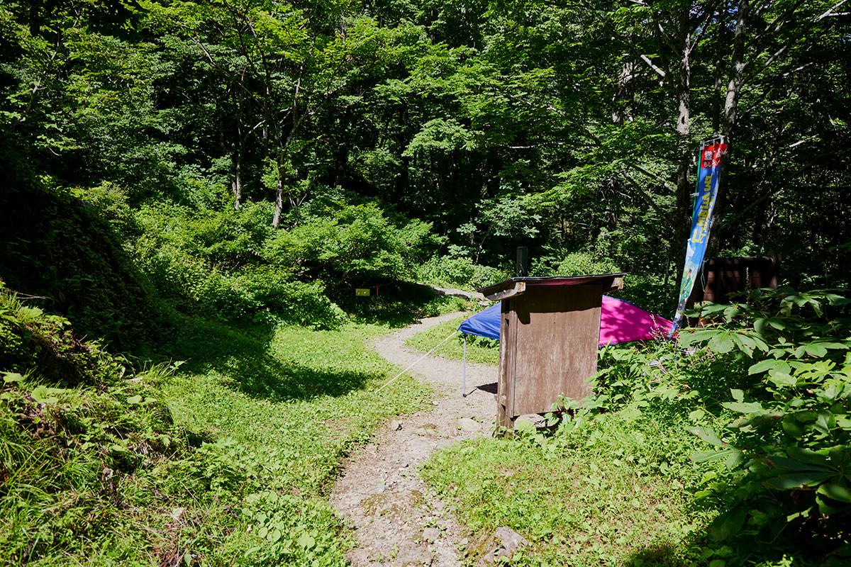 戸隠山-登山口から先は参道