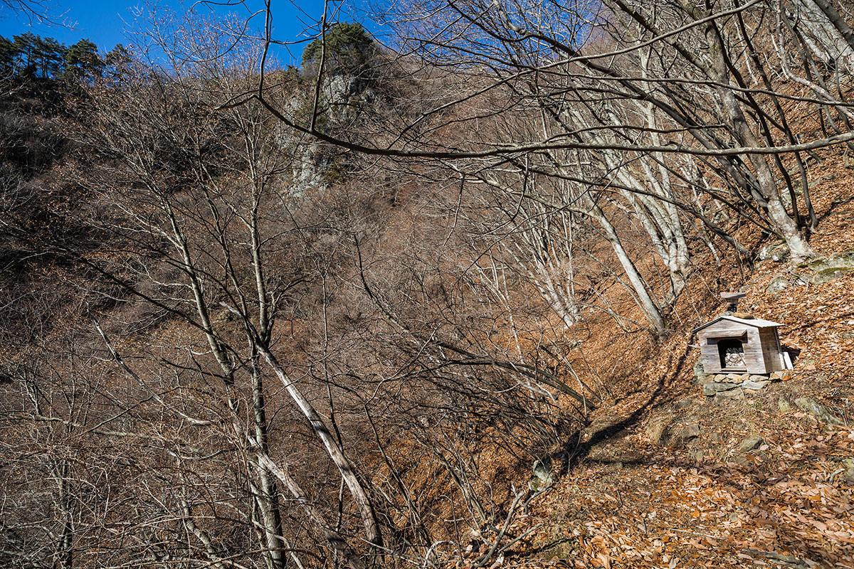 【独鈷山】登山百景-酉からさらに急斜面が続く