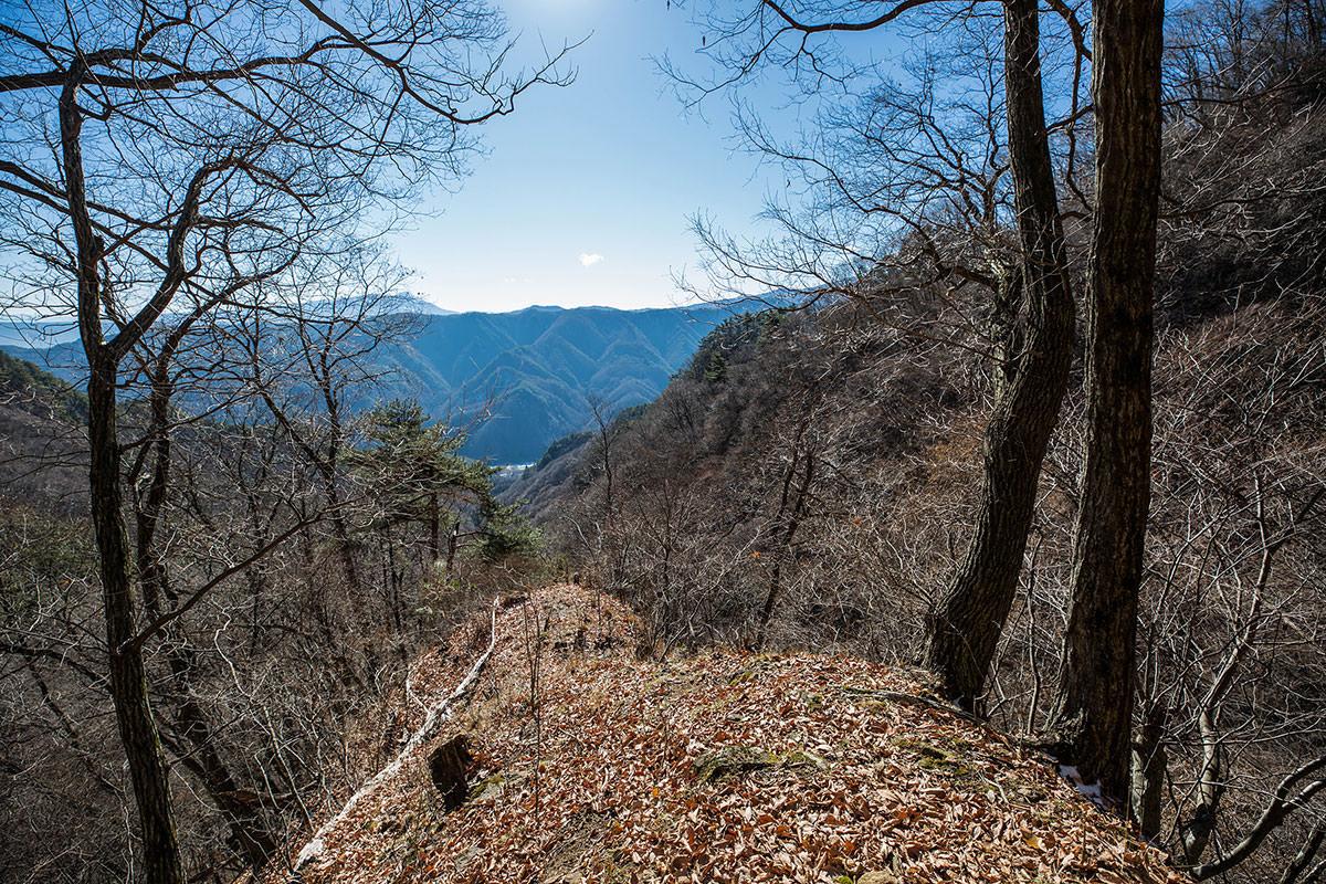 【独鈷山】登山百景-蓼科の方が見える