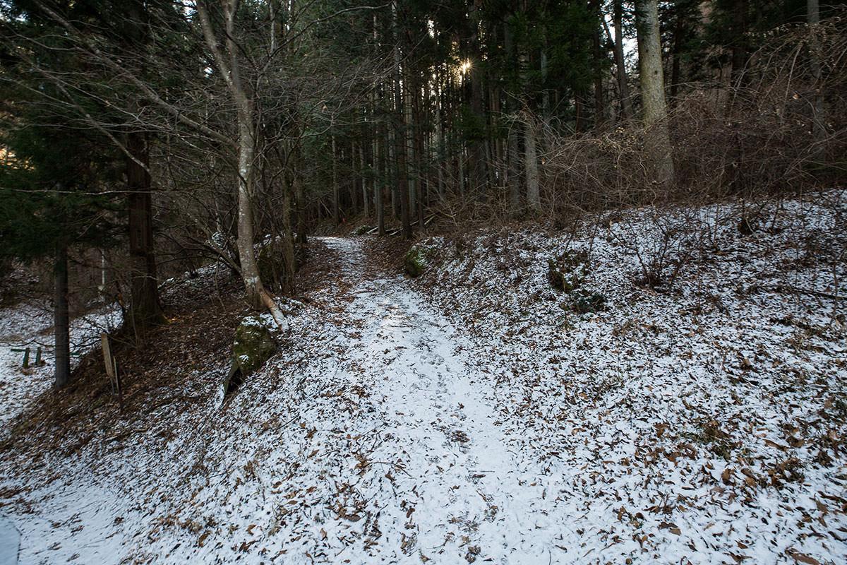【独鈷山】登山百景-日影にはうっすら雪