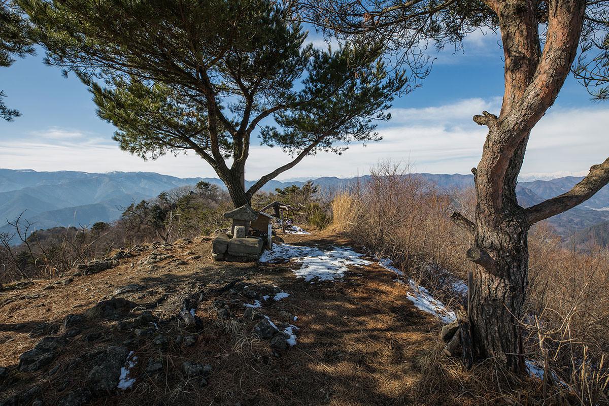 【独鈷山】登山百景-山頂を反対側から見る