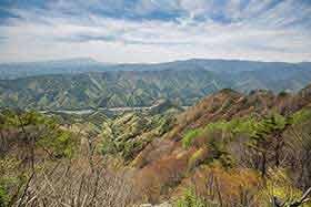 南側の宮沢登山口方面