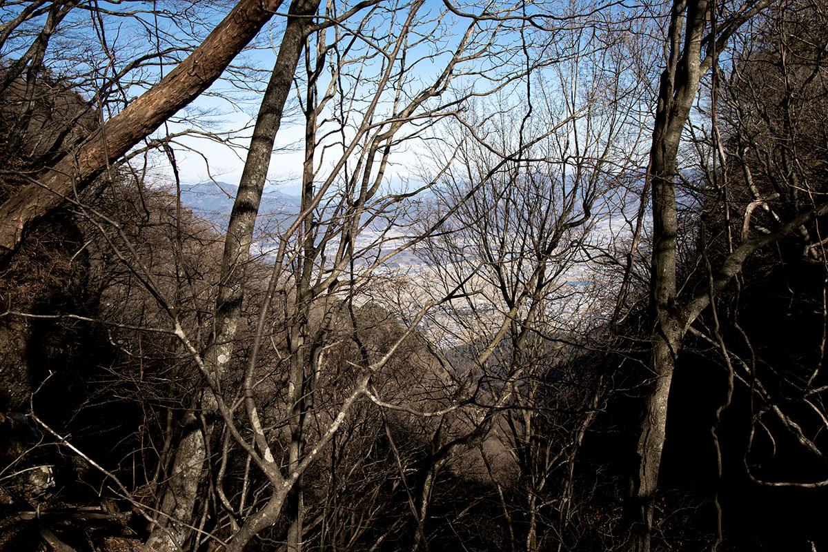 独鈷山-向こうに上田市街が見える