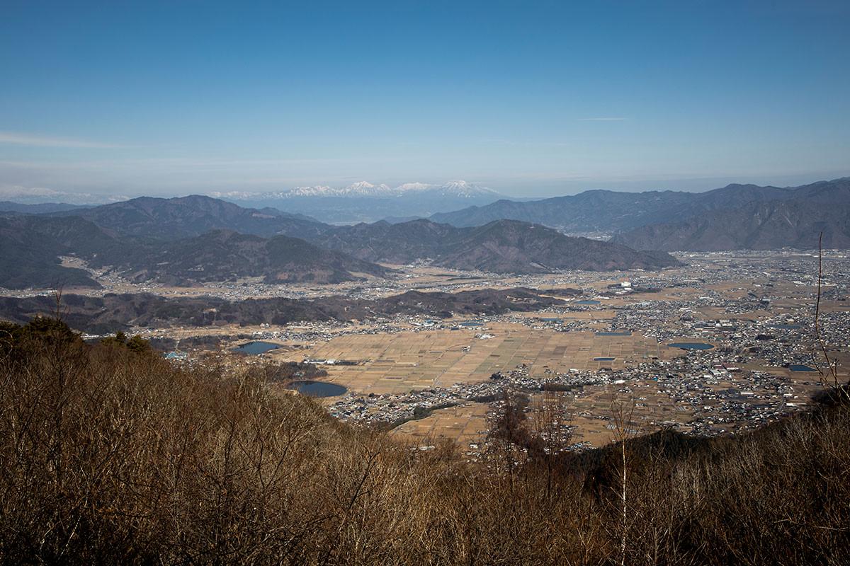 独鈷山-北側には上田市街と遠くに北信五岳