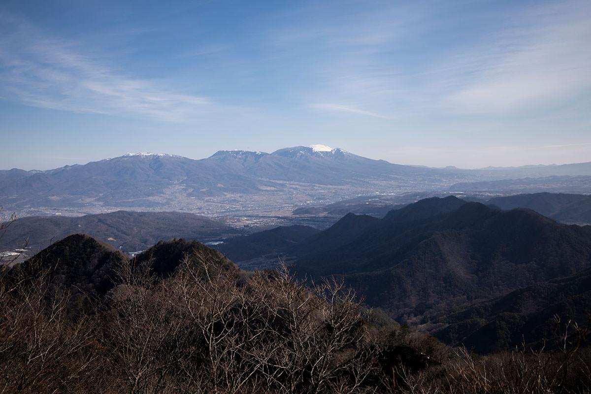 独鈷山-浅間山は山頂だけ白い