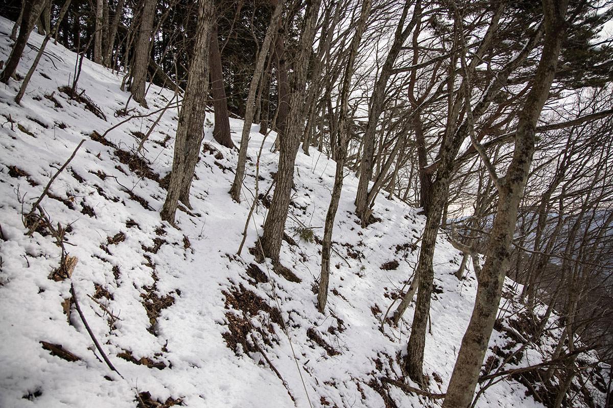 独鈷山-緊張感のある雪のトラバース
