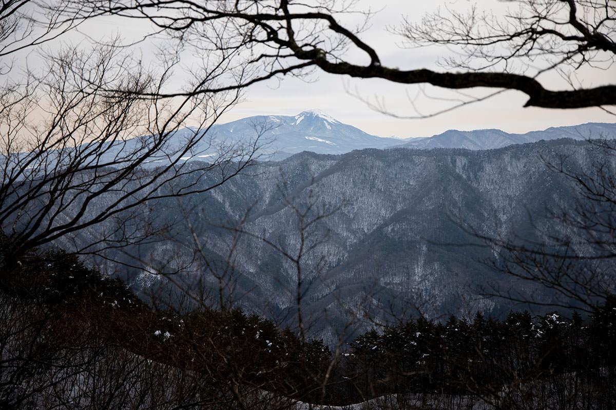 独鈷山-右手側には蓼科山が見える