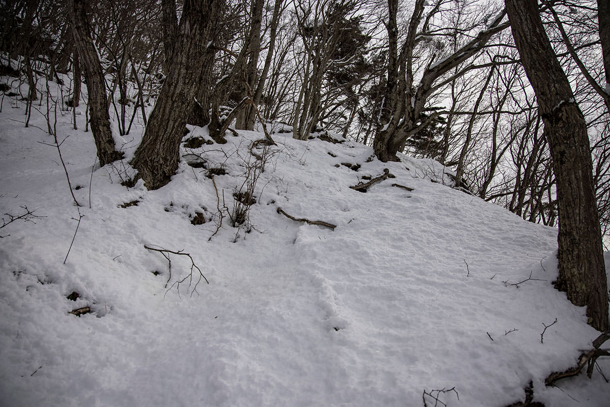 独鈷山-積雪の尾根はなかなか大変