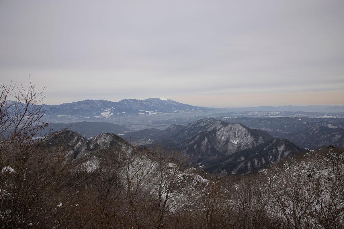 独鈷山-西側に見える浅間山