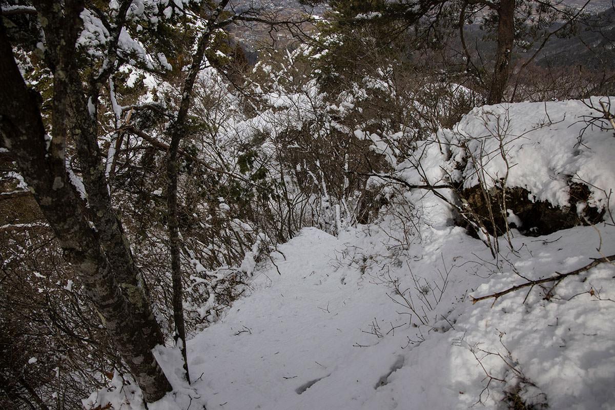 独鈷山-鎖場にも積雪