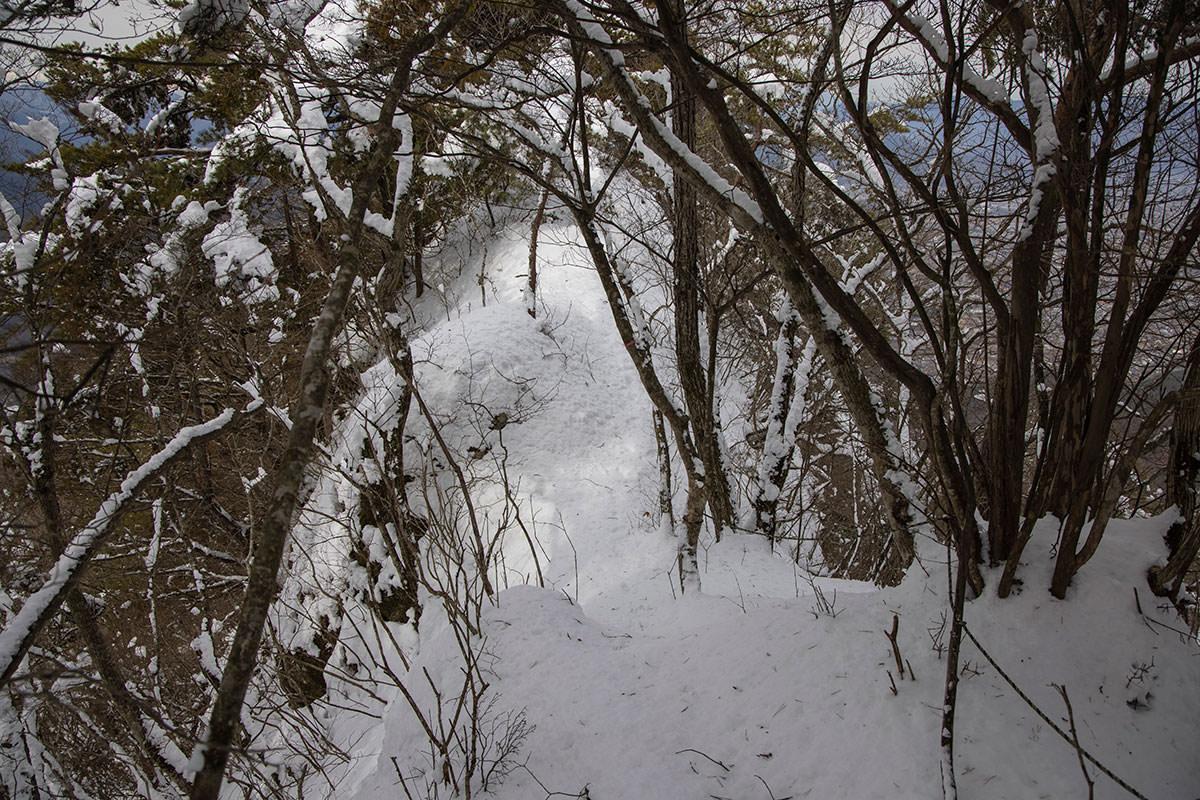 独鈷山-細尾根にも積雪