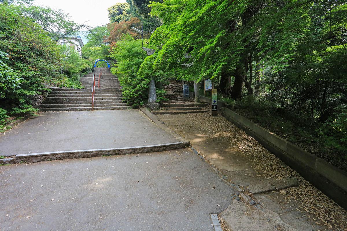 【筑波山】登山百景-左がケーブルカー右は登山口