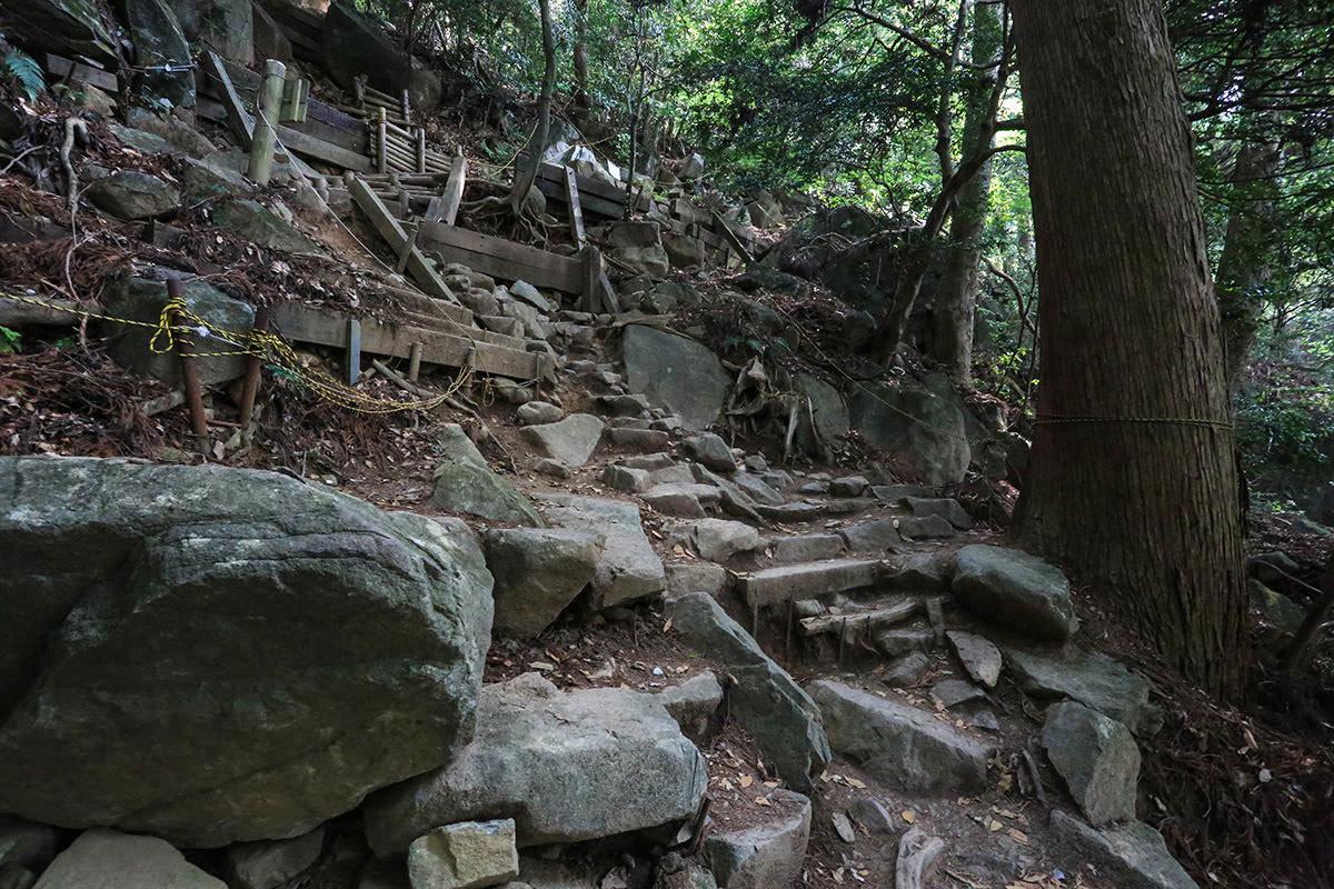 【筑波山】登山百景-けっこう急な斜面
