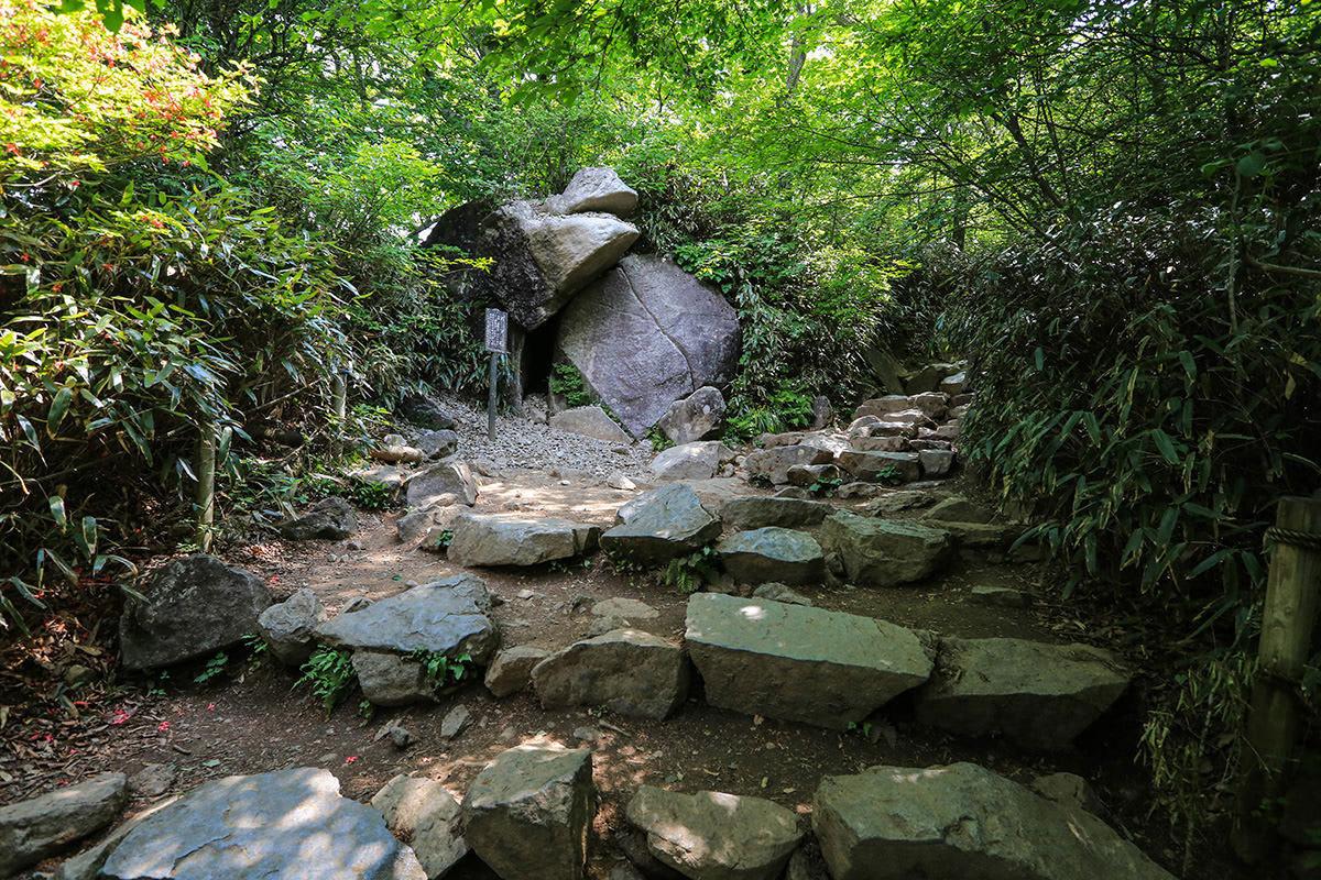【筑波山】登山百景-女体山には巨岩も多い