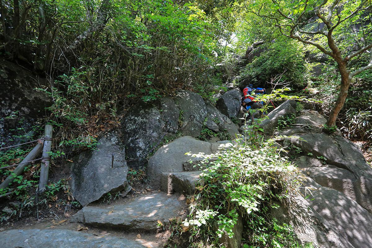 【筑波山 白雲橋コース】登山百景-鎖がかけられているところ