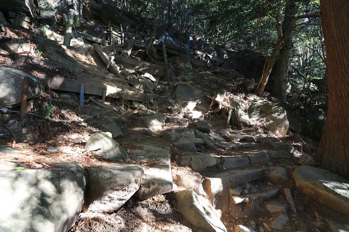 【筑波山】登山百景-石と階段が多い