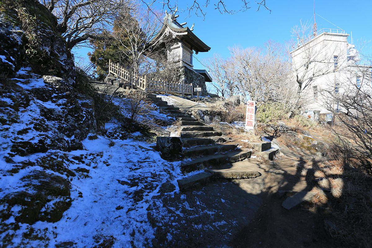 【筑波山】登山百景-男体山の社殿が見えた