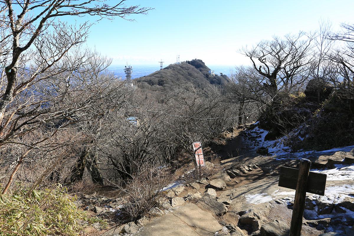 【筑波山】登山百景-男体山から女体山を見る