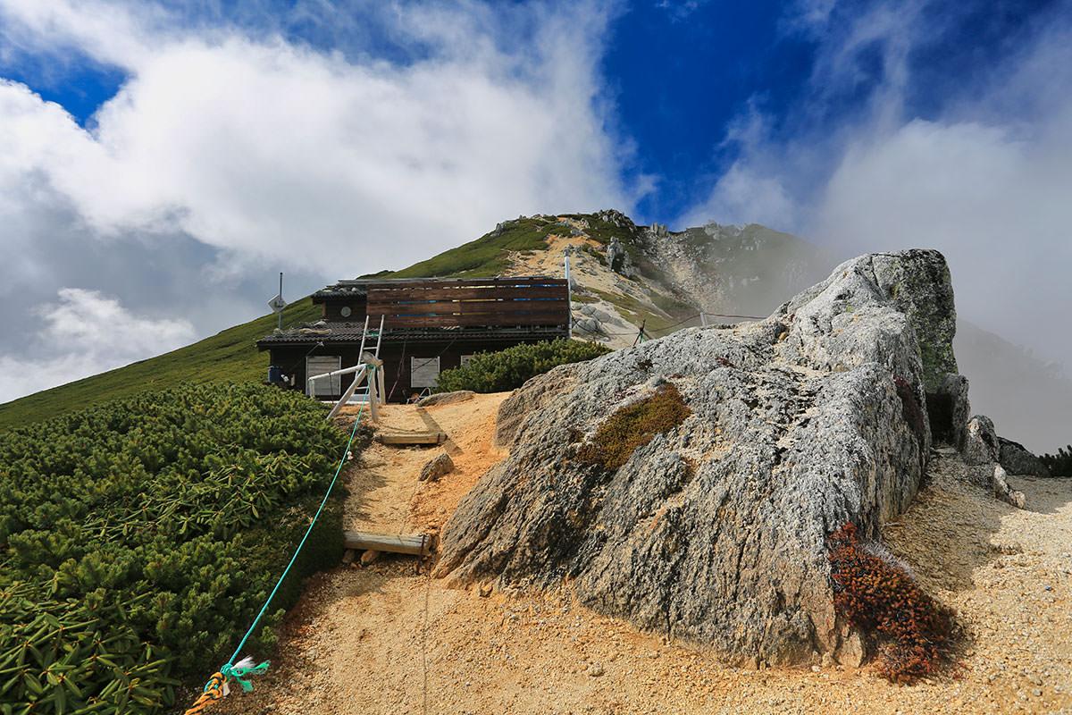 【空木岳】登山百景-空木駒峰ヒュッテはそこ
