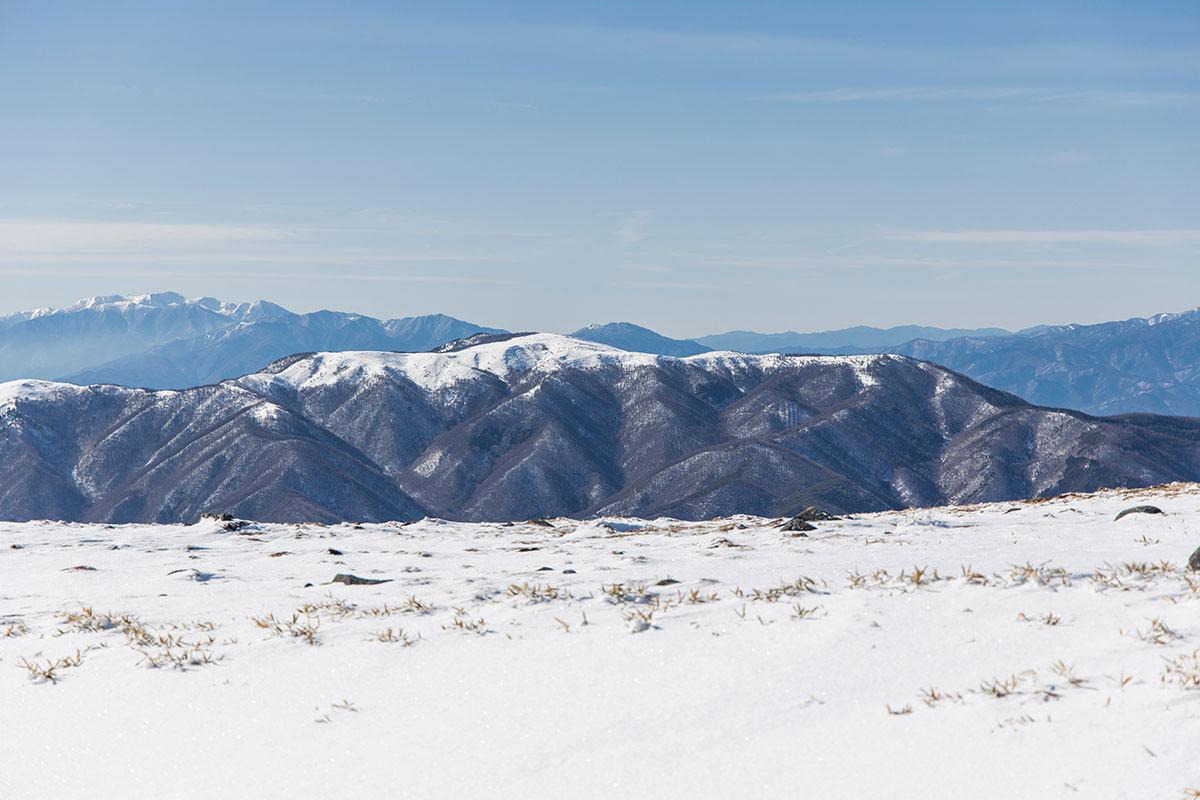 鉢伏山は山頂部だけ木が無い