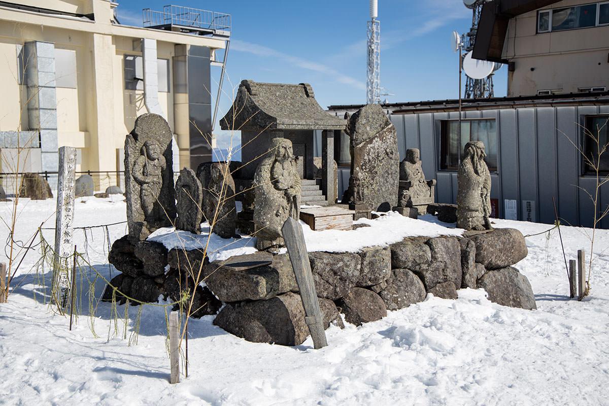 御嶽神社も祀られている