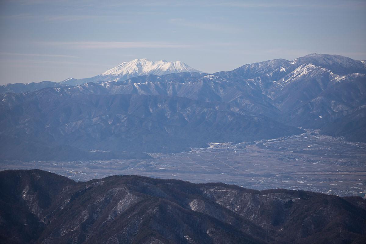 ちょっと遠くに御嶽山