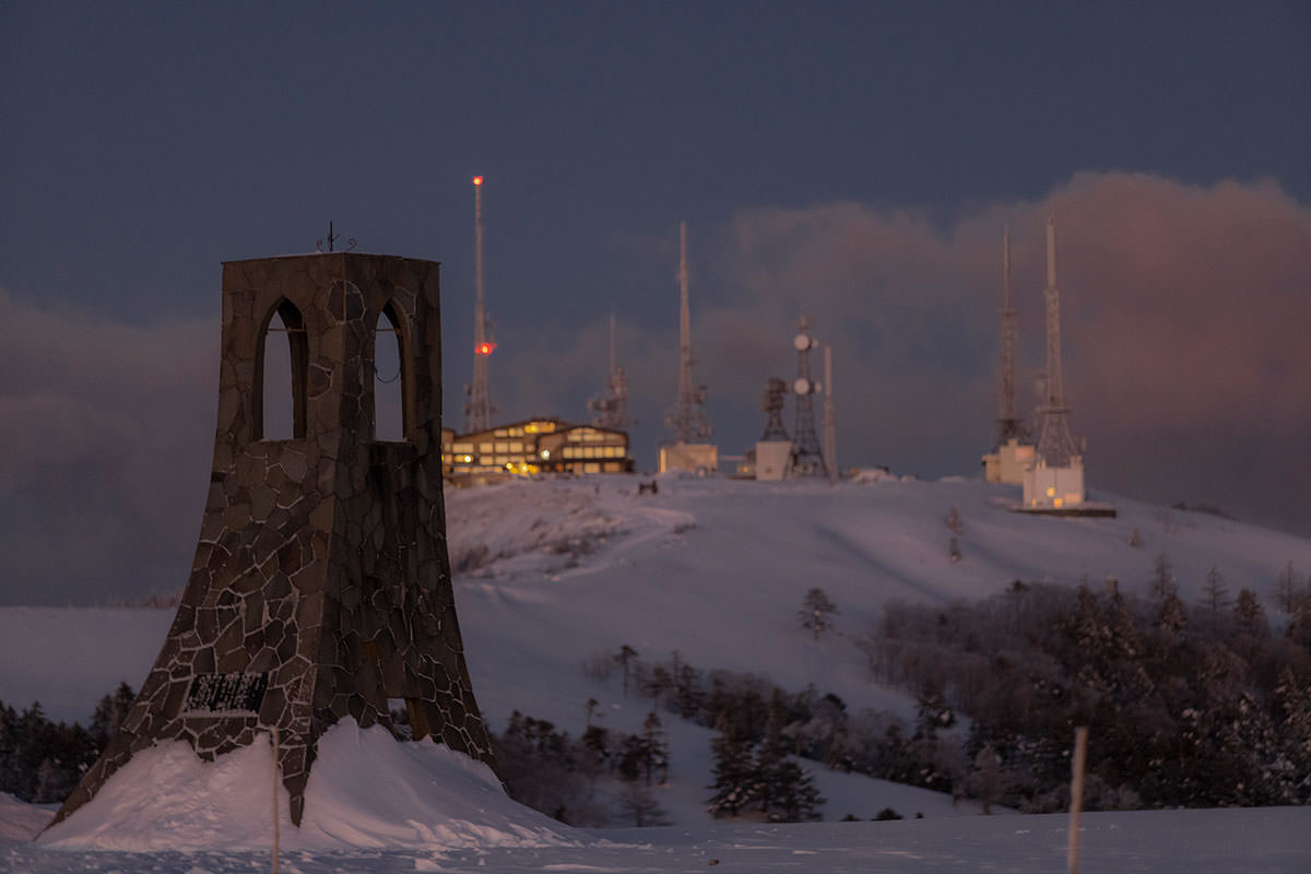 朝陽を見る場所は美しの塔の前に陣取った