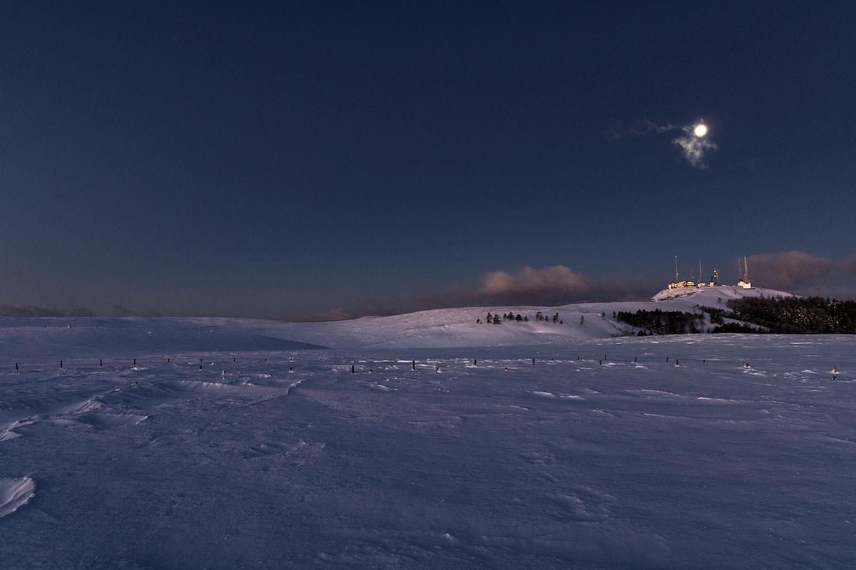 美ヶ原の雪原が見えてきた
