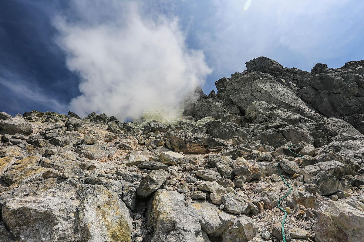 【焼岳 中ノ湯登山口】登山百景-蒸気が噴き出してる