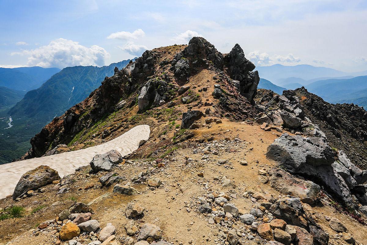 【焼岳 中ノ湯登山口】登山百景-向こうは焼岳小屋へ