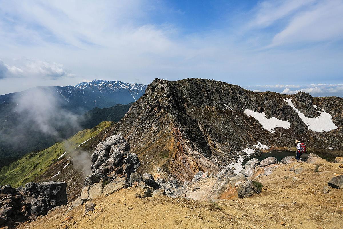 【焼岳 中ノ湯登山口】登山百景-向こうは南峰