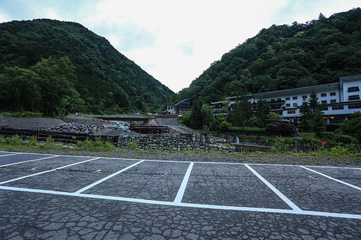 槍ヶ岳-あのロープウェイの所から登山道へと入っていく