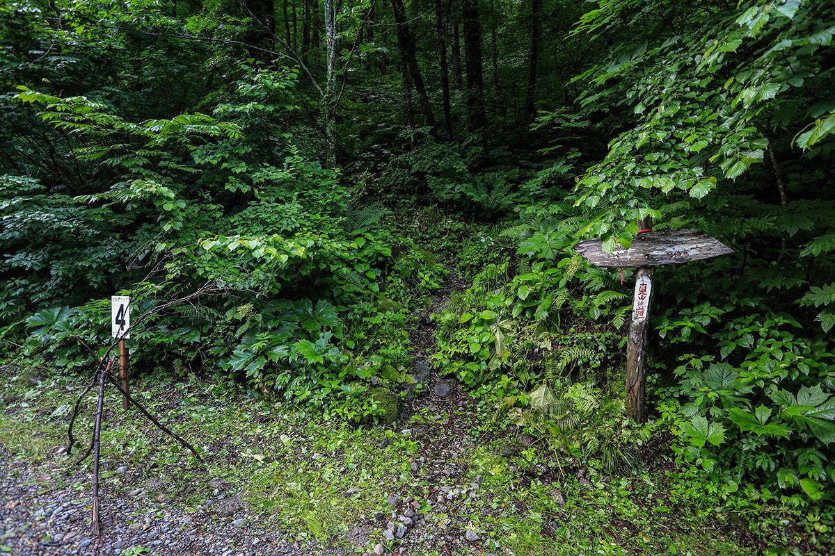 槍ヶ岳-ここは夏山近道。夏の間だけ通れる。