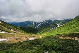 笠ヶ岳の方に厚い雲