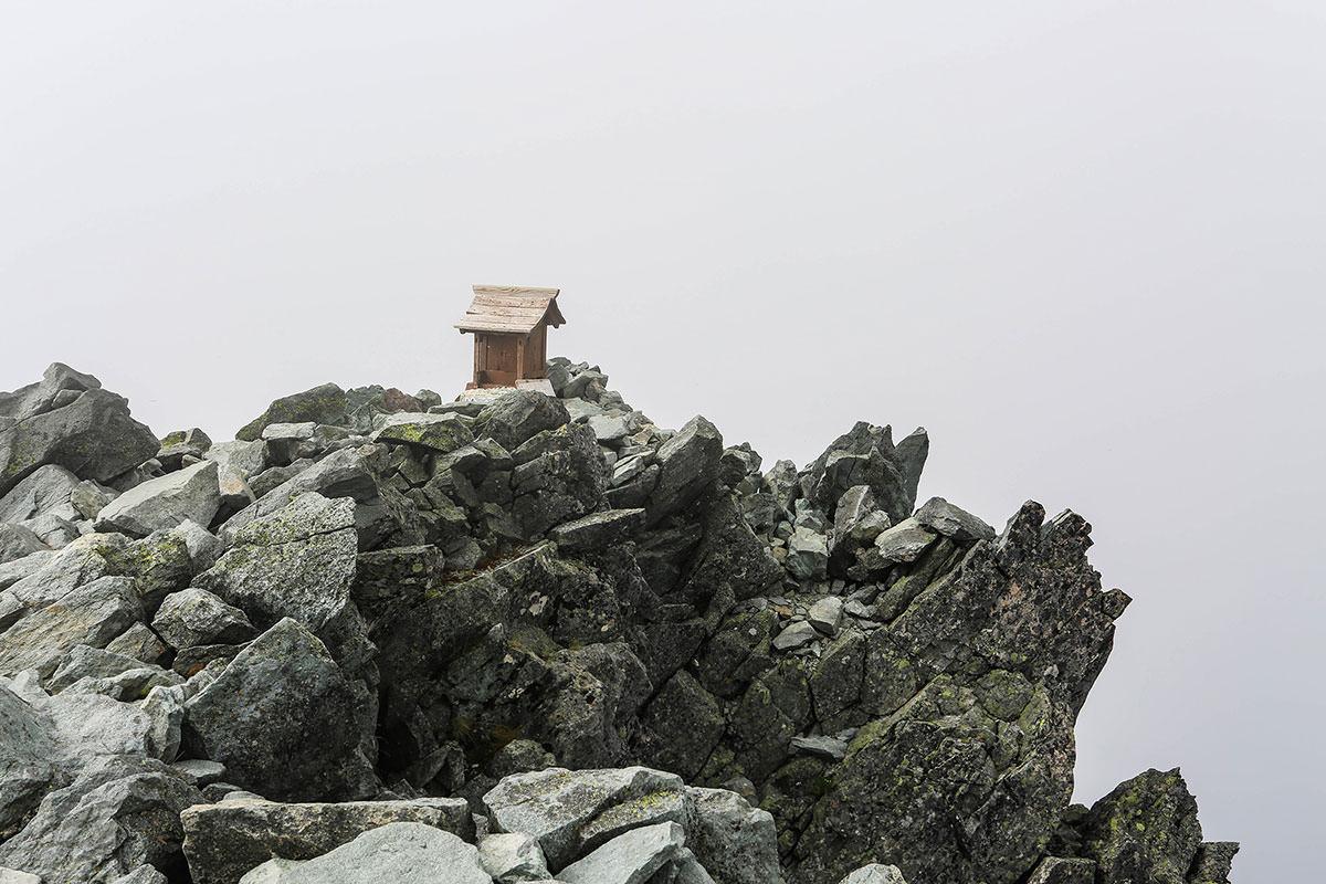 槍ヶ岳-山頂に祠