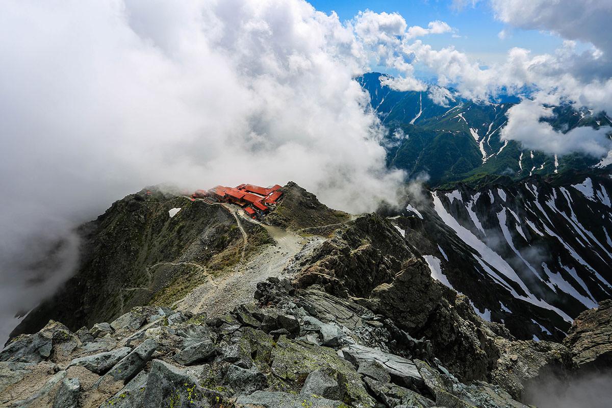 槍ヶ岳-槍ヶ岳山荘を見下ろす