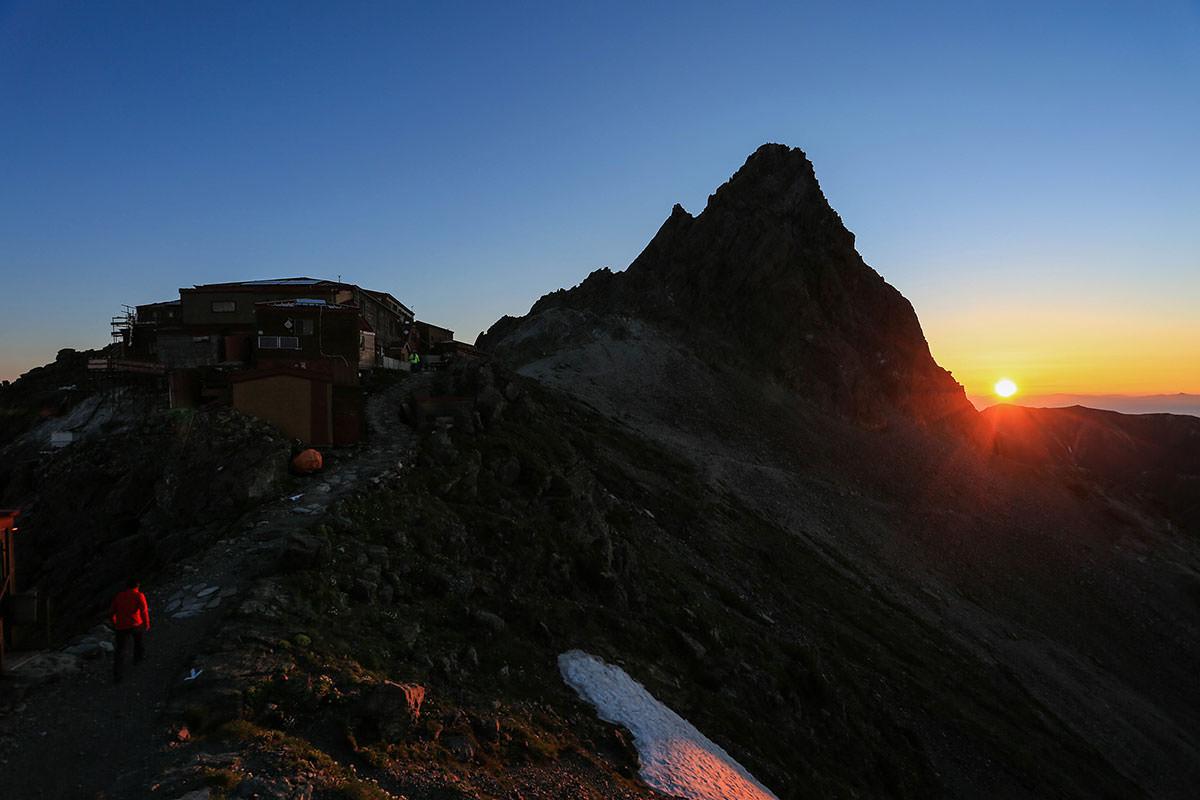 槍ヶ岳-朝陽が昇る