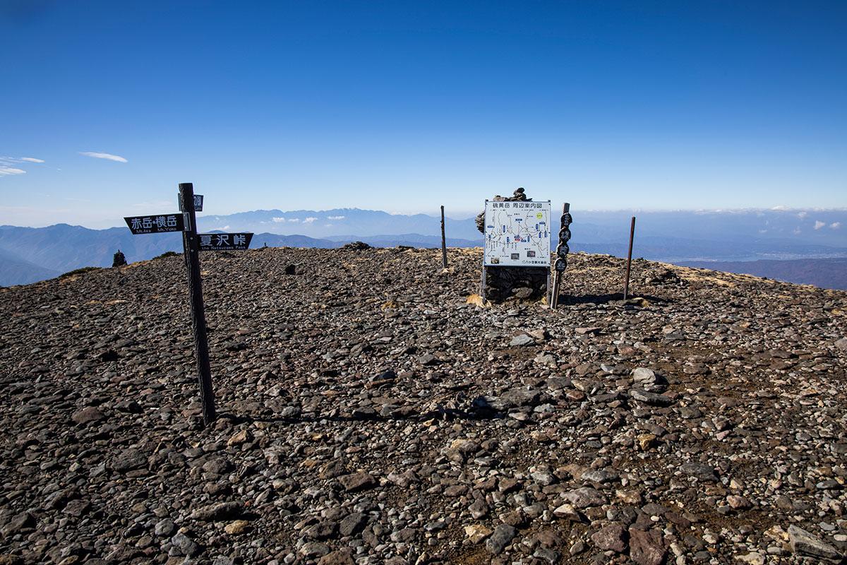 硫黄岳の山頂は広い