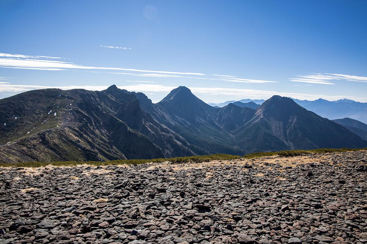 赤岳や阿弥陀岳、南八ヶ岳を一望