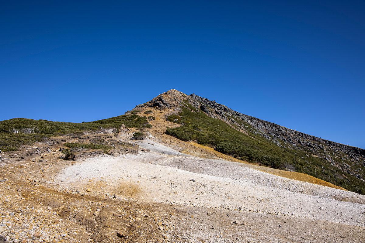 硫黄岳を振り返って見る