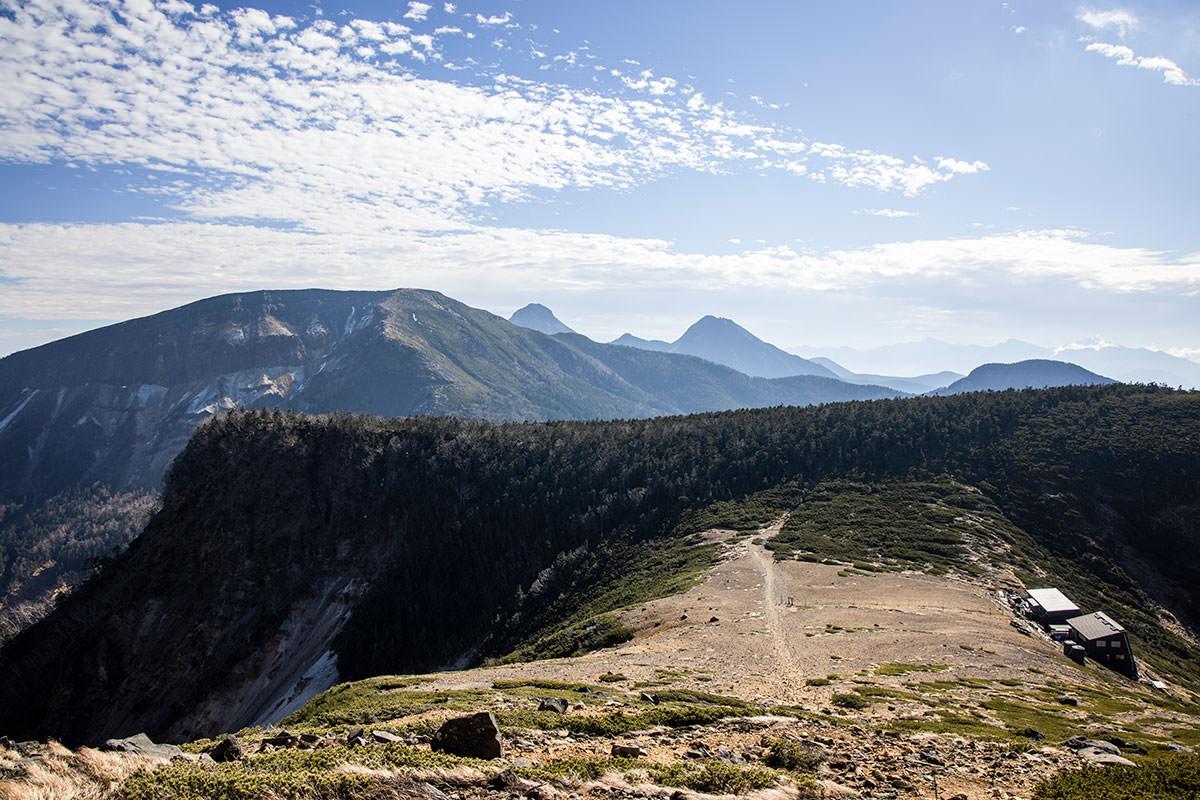 根石岳から硫黄岳を振り返る