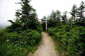 横手山神社への鳥居