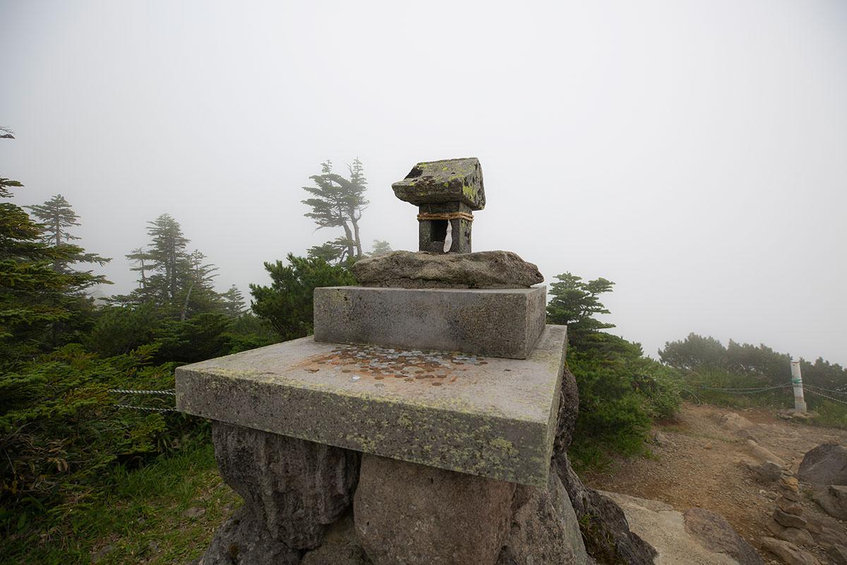 横手山神社の祠